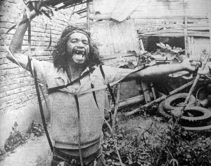 Luis Ospina & Carlos Mayolo, Agarrando pueblo (Los vampiros de la miseria) (1977, 28 min, Colombie)