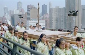 Francis Alÿs, Modern Procession (7min, 2002, Etats-Unis)