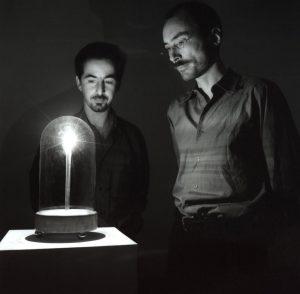 Le détecteur d'anges, avec Jakob Gautel et Jason Karaïndros. Courtesy Shigeo Anzai